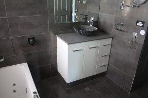 When to lay bathroom wall tiles horizontally